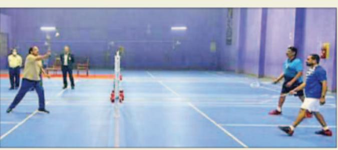 वेंकैया नायडू ने अपने व्यस्त कार्यक्रम से समय निकालकर खेला बैडमिंटन